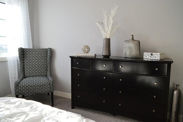 bedroom-1078887_640