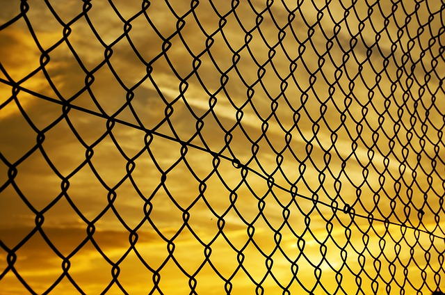 fence-72864_640
